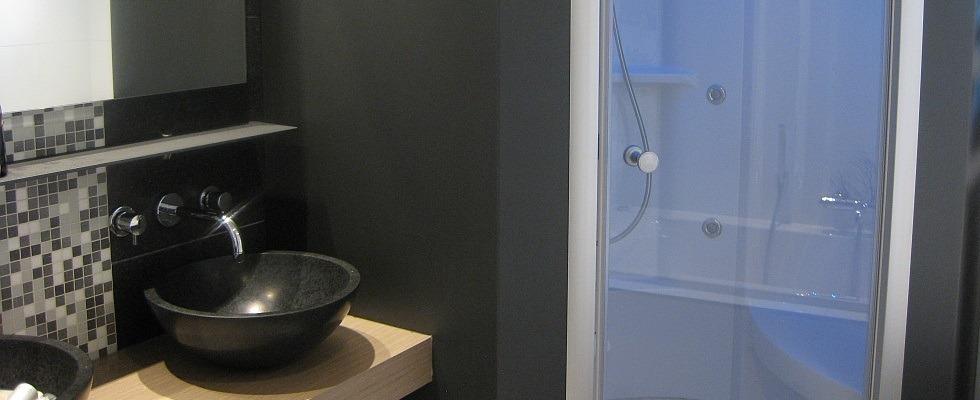 Bokmerk achterwanden badkamer